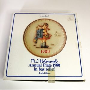 Goebel M.J. Hummel Annual Plate School girl 1980